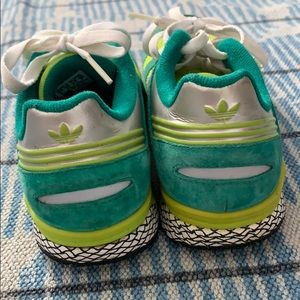 Adidas Questar Sneaks fits a US size 7